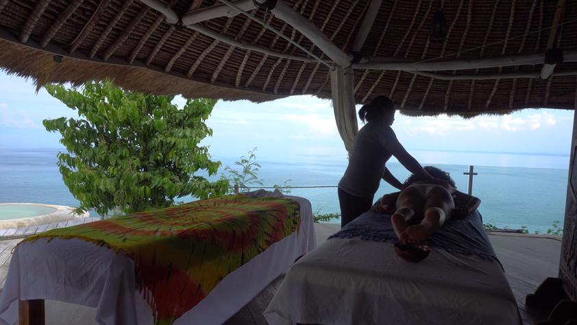 Ocean-view massage at La Joya Biu Biu
